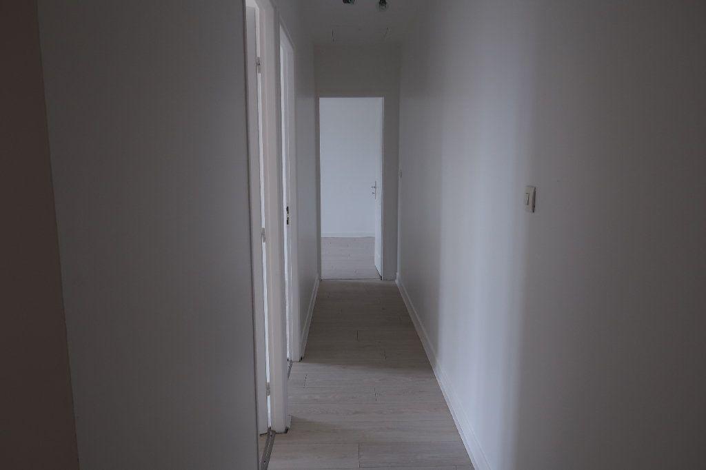 Appartement à louer 4 77.5m2 à Saint-Quentin vignette-4