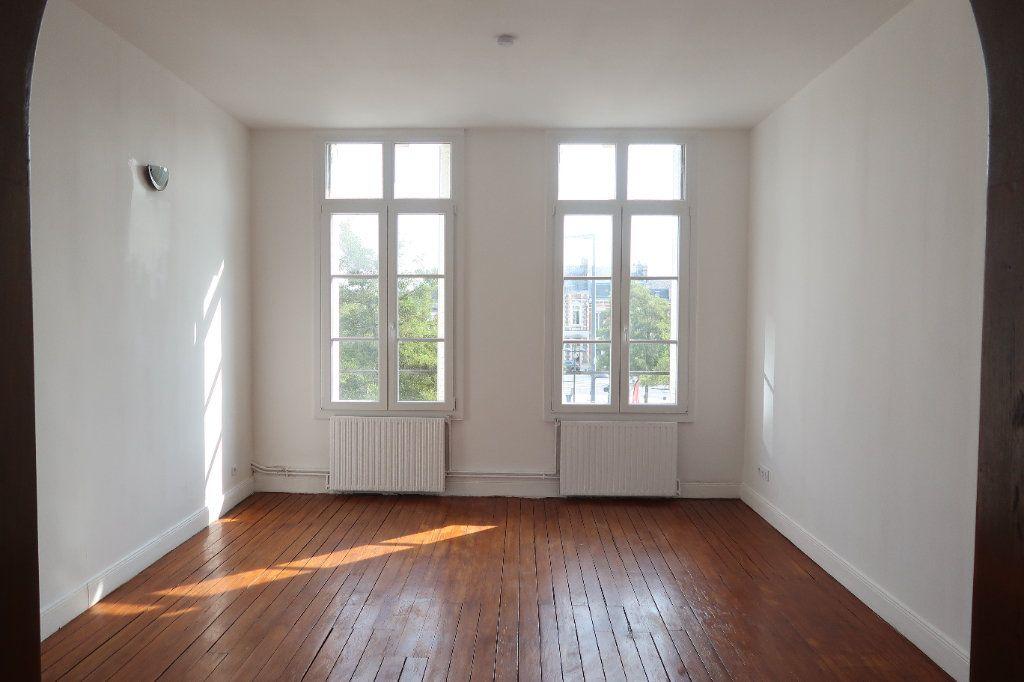 Appartement à louer 3 100.7m2 à Saint-Quentin vignette-1