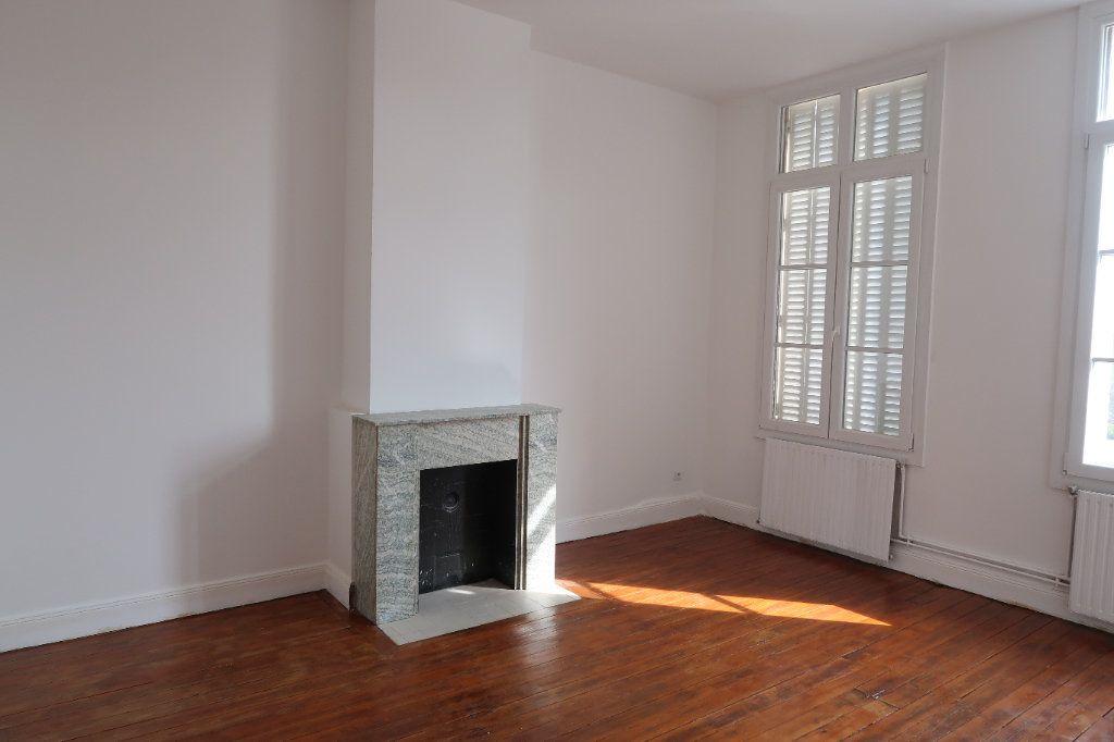 Appartement à louer 3 100.7m2 à Saint-Quentin vignette-2