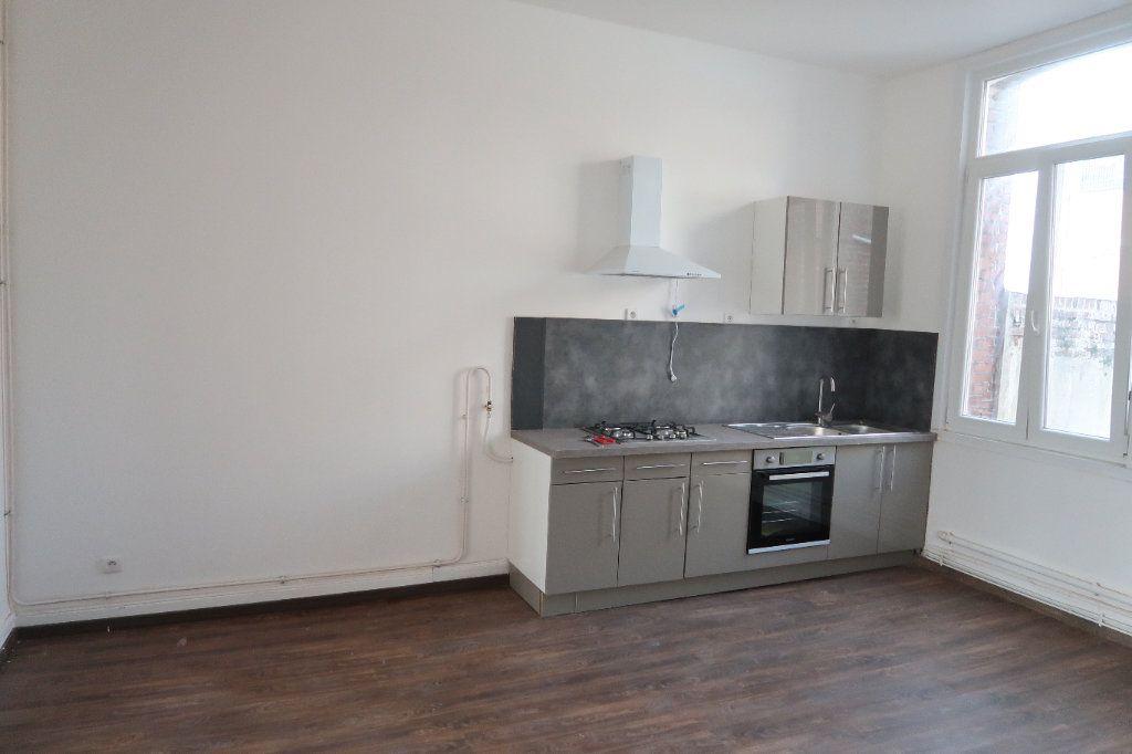 Appartement à louer 3 100.7m2 à Saint-Quentin vignette-3