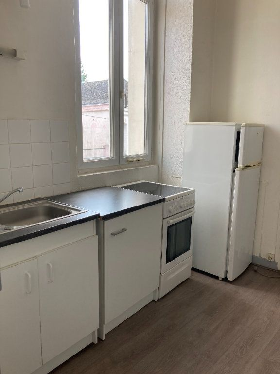 Appartement à louer 1 28m2 à Saint-Quentin vignette-2