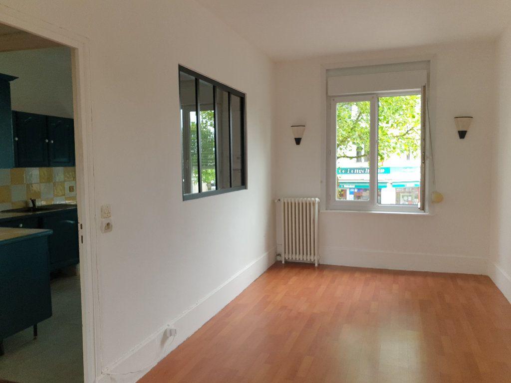 Appartement à louer 4 93.33m2 à Chauny vignette-2