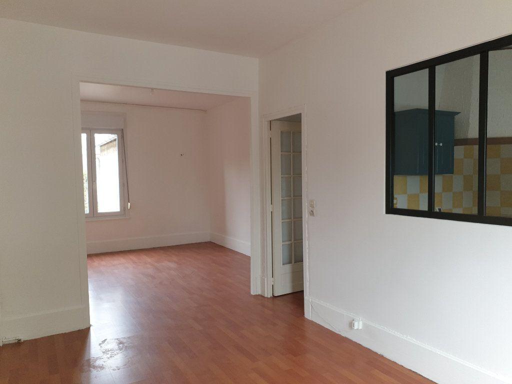 Appartement à louer 4 93.33m2 à Chauny vignette-3