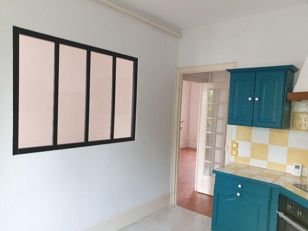Appartement à louer 4 93.33m2 à Chauny vignette-4
