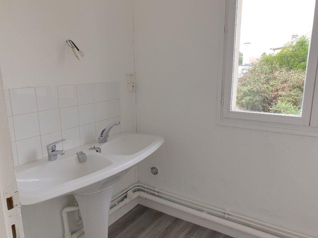 Appartement à louer 4 93.33m2 à Chauny vignette-11