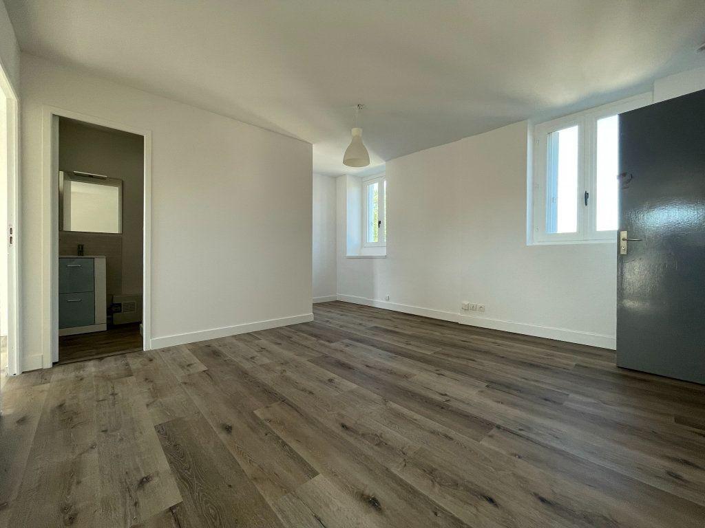 Appartement à louer 2 35m2 à Orléans vignette-1
