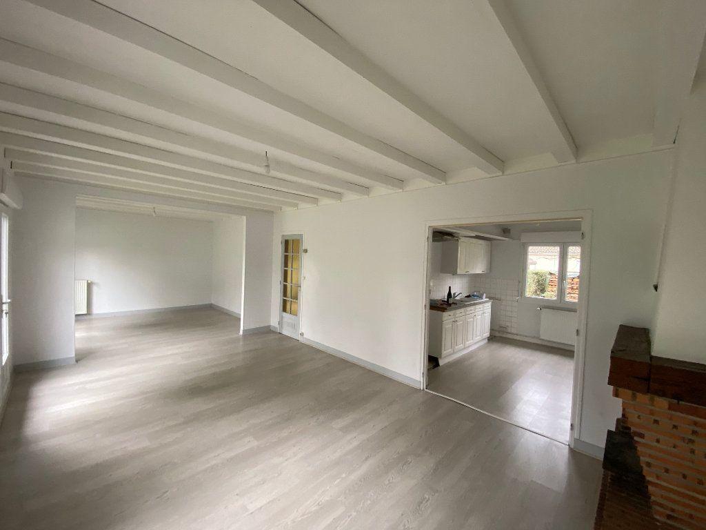 Maison à louer 6 152.41m2 à Saint-Pryvé-Saint-Mesmin vignette-1