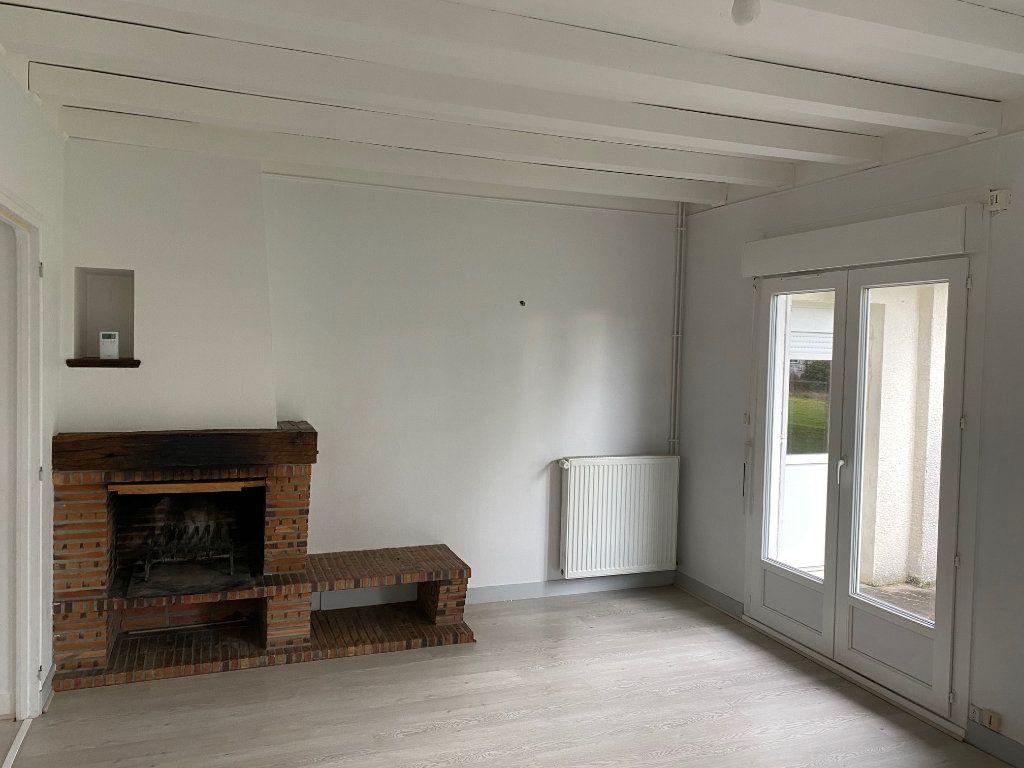 Maison à louer 6 152.41m2 à Saint-Pryvé-Saint-Mesmin vignette-2