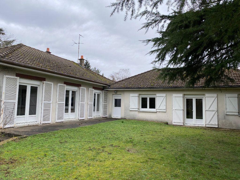 Maison à louer 6 152.41m2 à Saint-Pryvé-Saint-Mesmin vignette-9