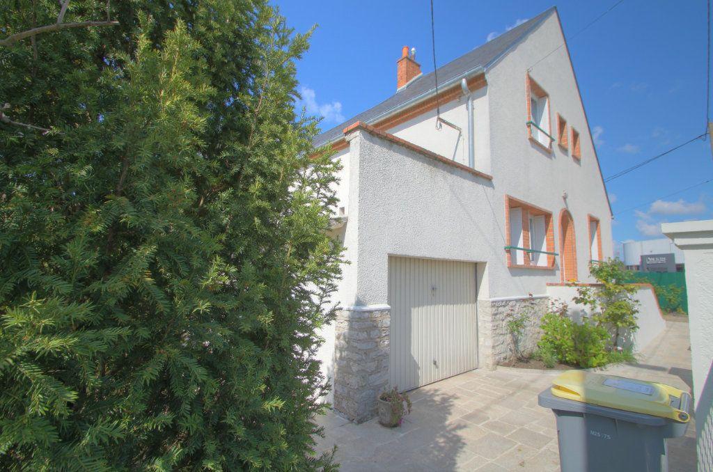 Maison à vendre 5 106.66m2 à Saint-Jean-de-Braye vignette-2