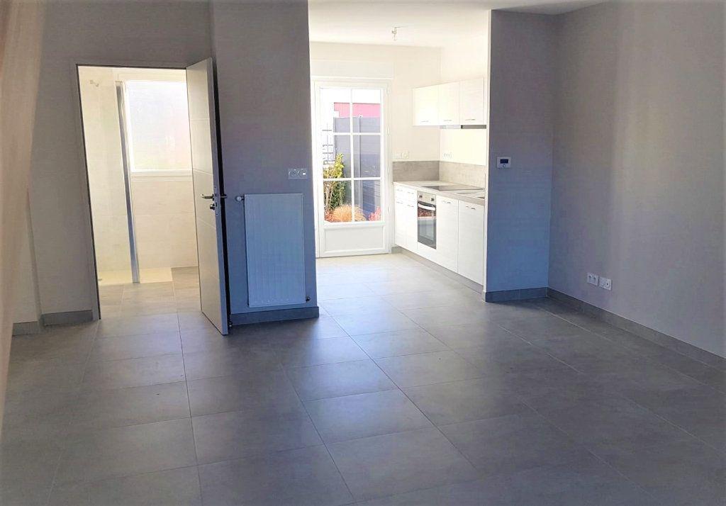 Maison à vendre 3 68.4m2 à Fleury-les-Aubrais vignette-2
