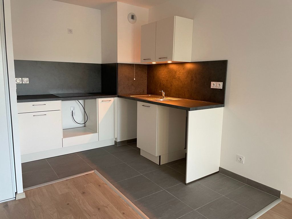 Appartement à louer 2 44.89m2 à Saint-Jean-de-la-Ruelle vignette-1