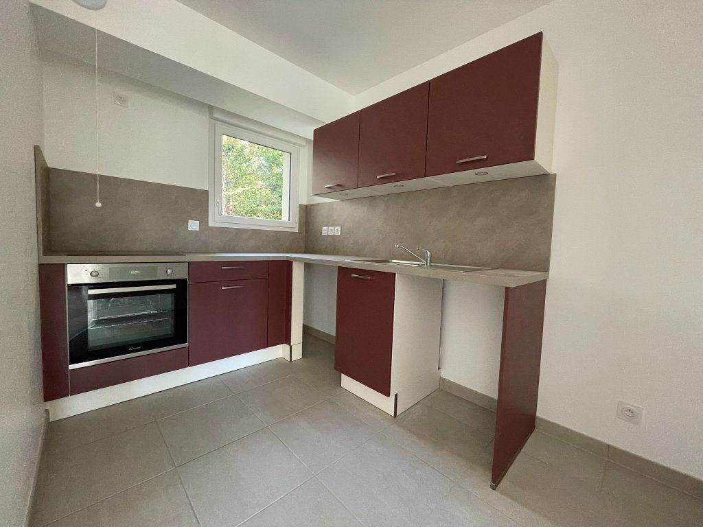 Appartement à louer 2 44.52m2 à Saint-Jean-de-la-Ruelle vignette-1