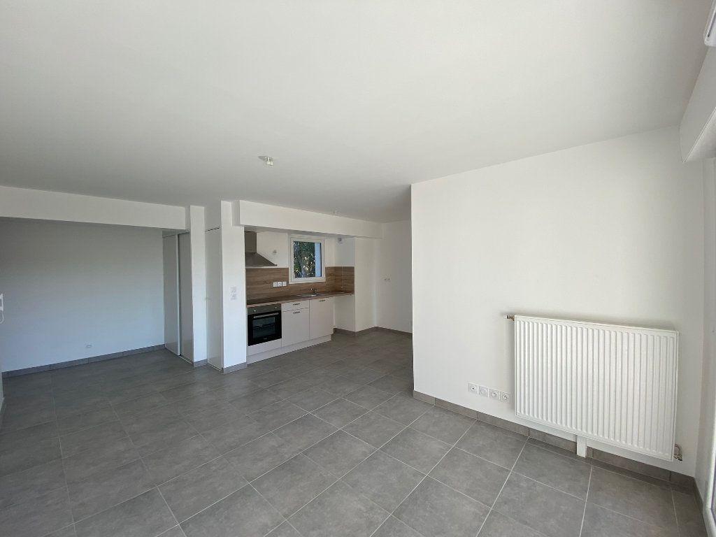 Appartement à louer 3 61.81m2 à Saint-Jean-de-la-Ruelle vignette-1