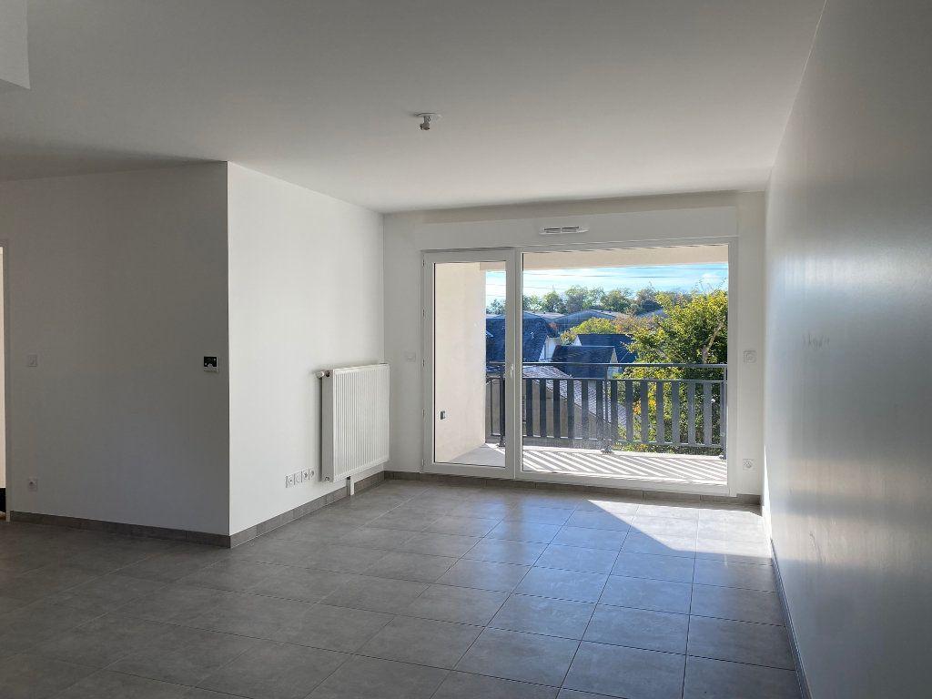 Appartement à louer 3 61.81m2 à Saint-Jean-de-la-Ruelle vignette-2