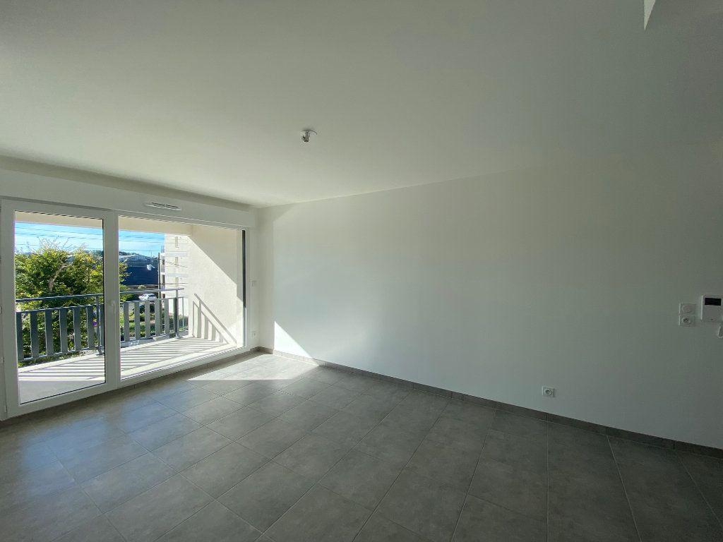 Appartement à louer 3 61.81m2 à Saint-Jean-de-la-Ruelle vignette-3
