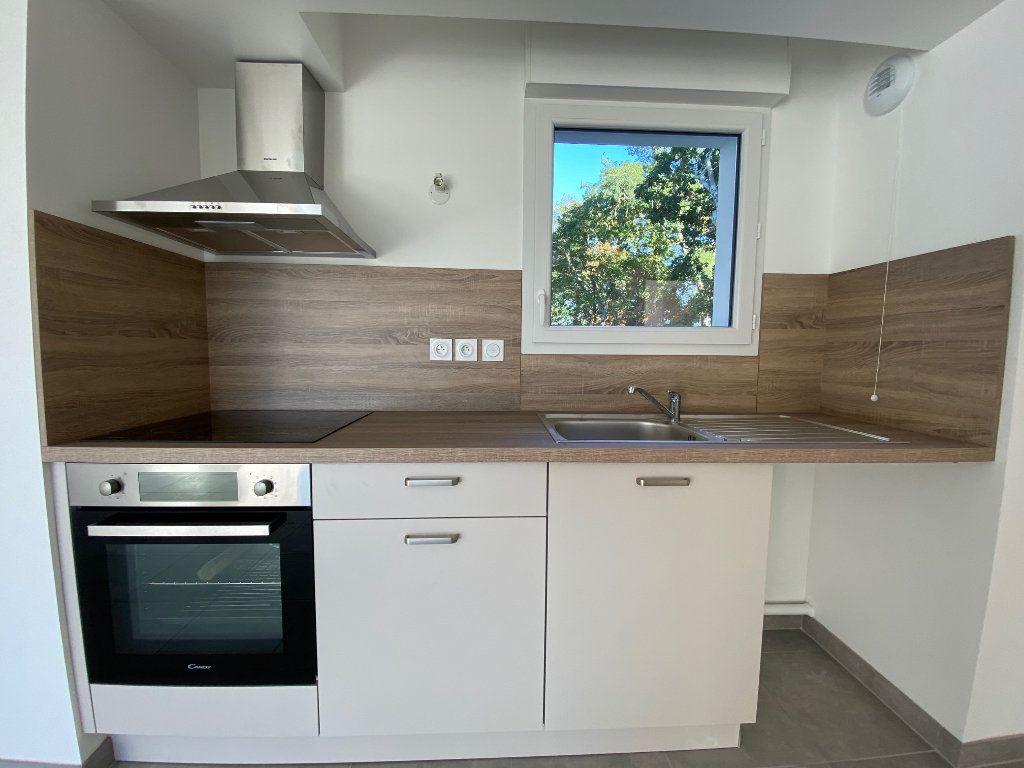 Appartement à louer 3 61.81m2 à Saint-Jean-de-la-Ruelle vignette-4