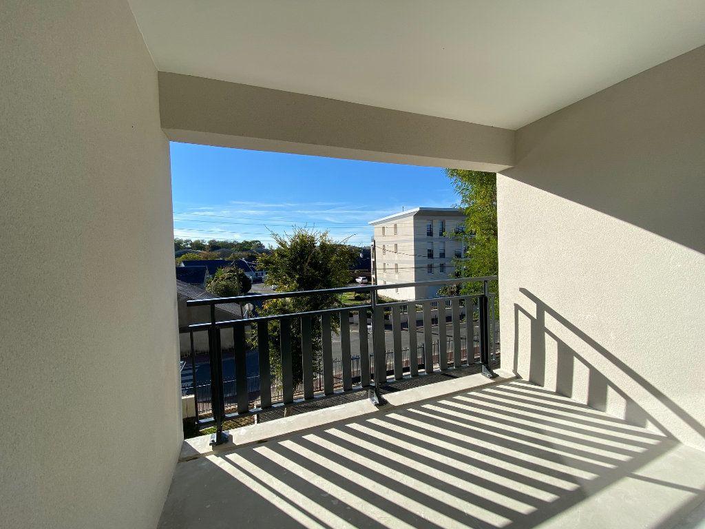Appartement à louer 3 61.81m2 à Saint-Jean-de-la-Ruelle vignette-5