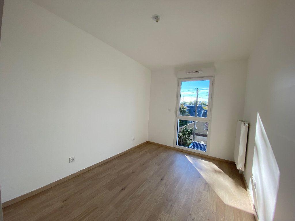 Appartement à louer 3 61.81m2 à Saint-Jean-de-la-Ruelle vignette-6