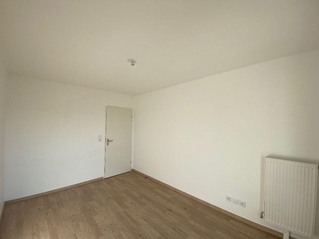 Appartement à louer 3 61.81m2 à Saint-Jean-de-la-Ruelle vignette-9