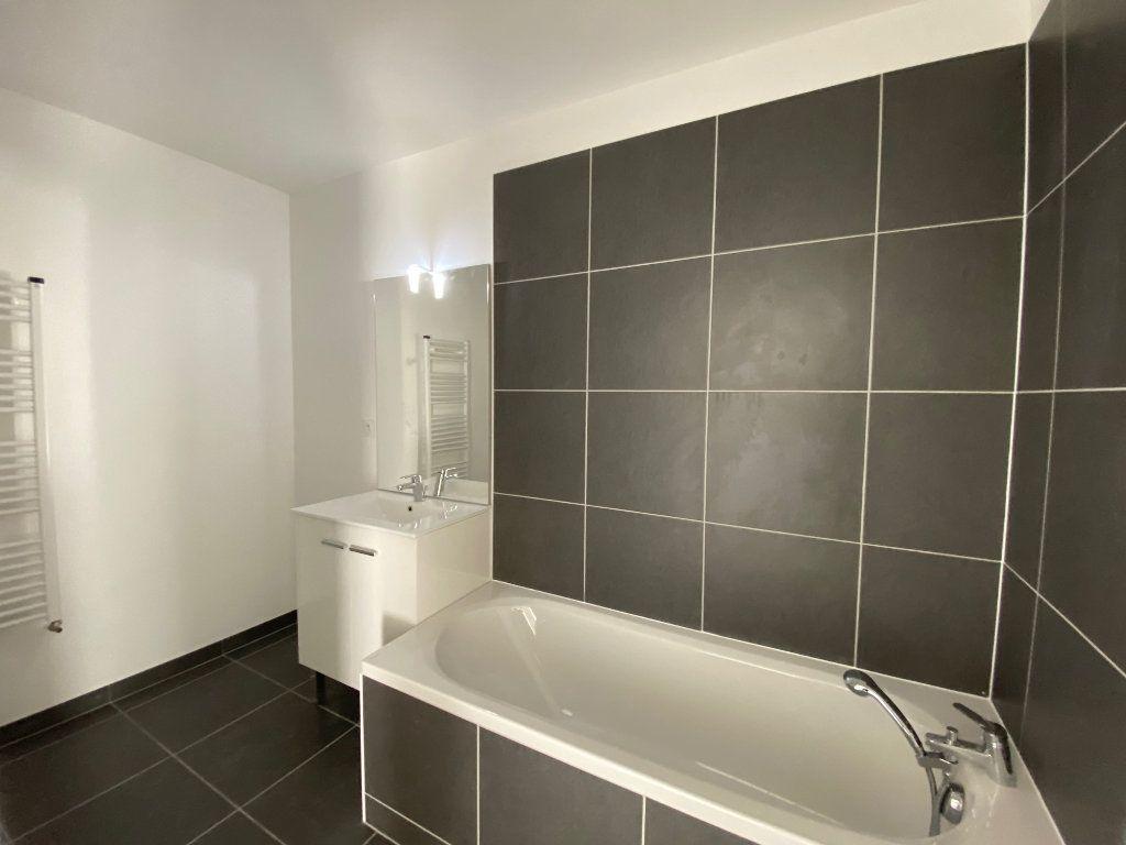 Appartement à louer 3 61.81m2 à Saint-Jean-de-la-Ruelle vignette-10