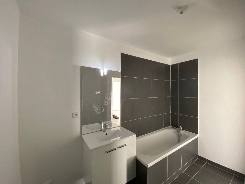 Appartement à louer 3 61.81m2 à Saint-Jean-de-la-Ruelle vignette-11