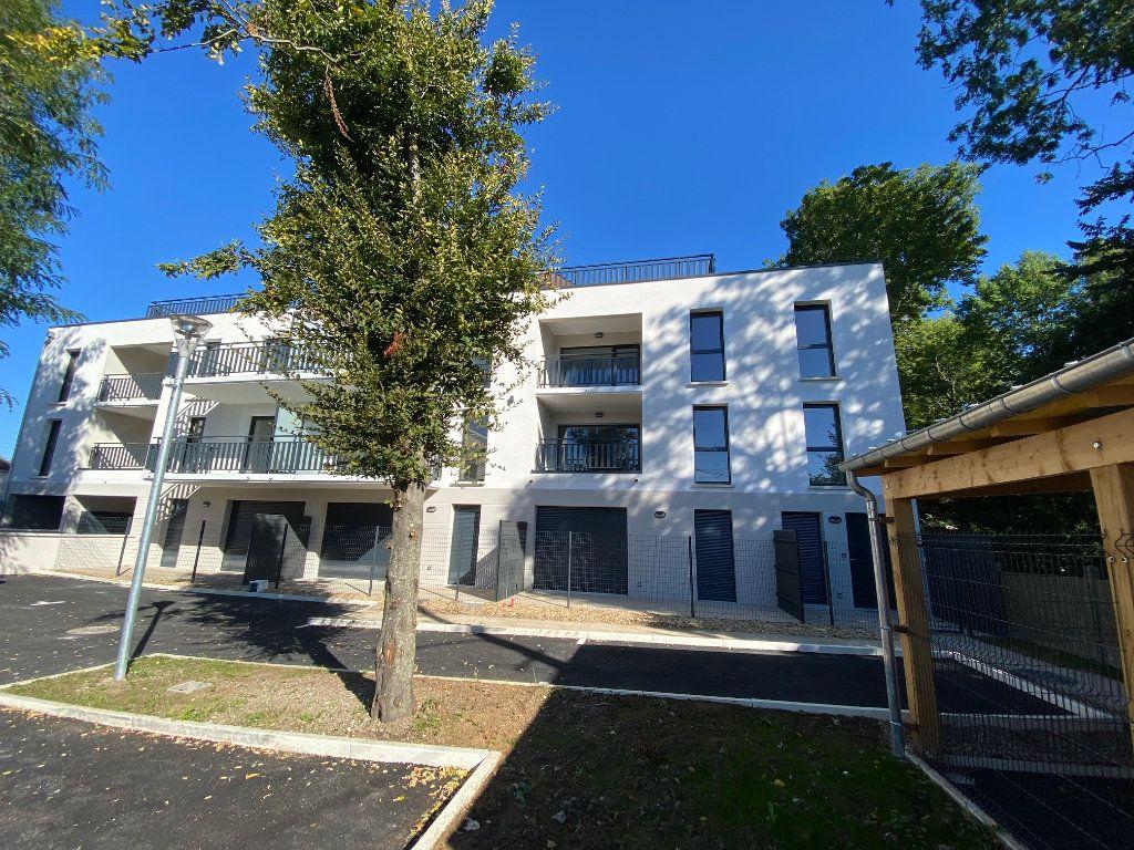 Appartement à louer 3 61.81m2 à Saint-Jean-de-la-Ruelle vignette-13