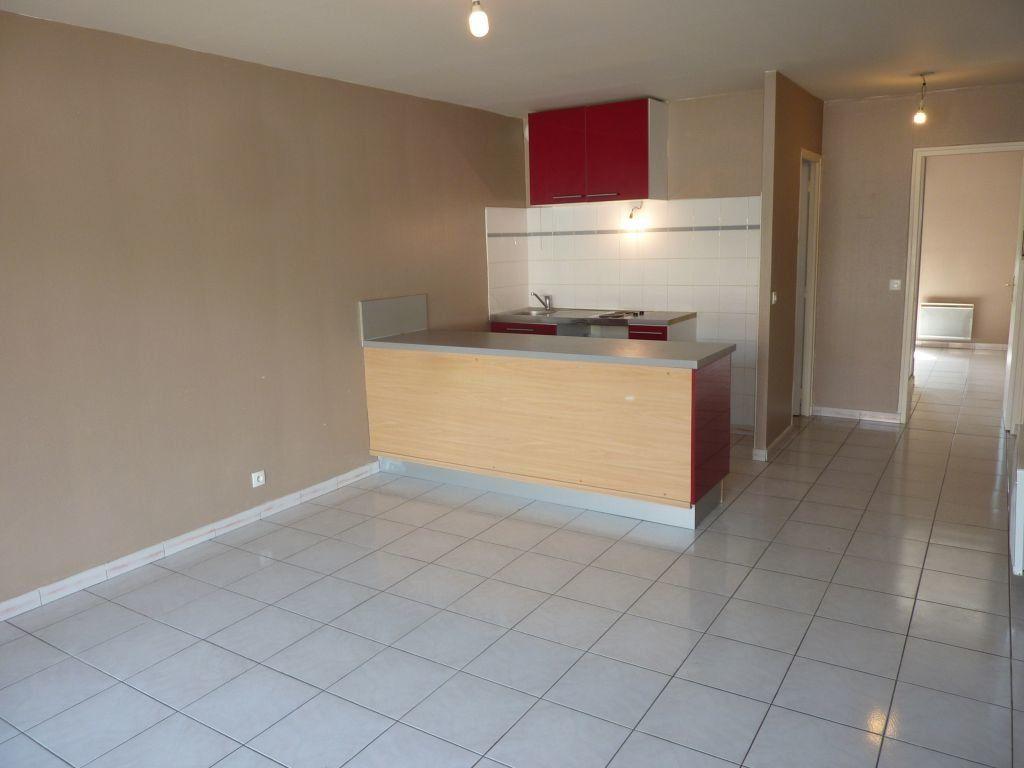 Appartement à louer 2 40m2 à Pontault-Combault vignette-2