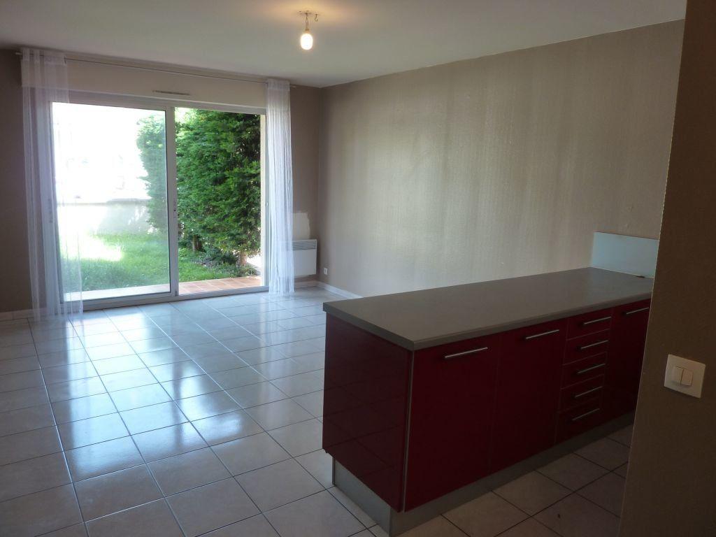 Appartement à louer 2 40m2 à Pontault-Combault vignette-4