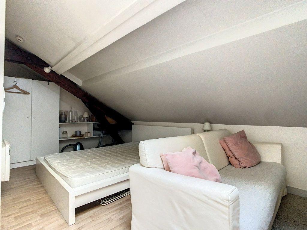 Appartement à louer 1 27m2 à Joinville-le-Pont vignette-4