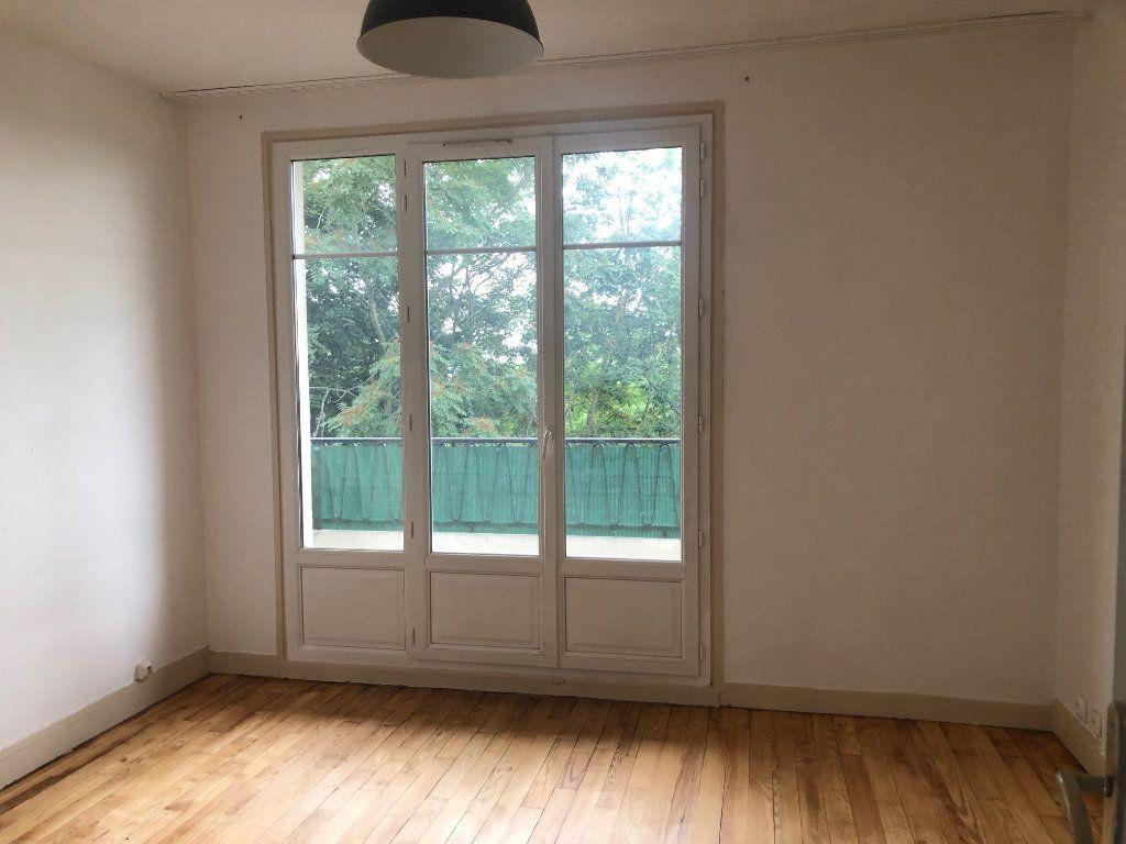 Appartement à louer 4 63.68m2 à Champigny-sur-Marne vignette-3