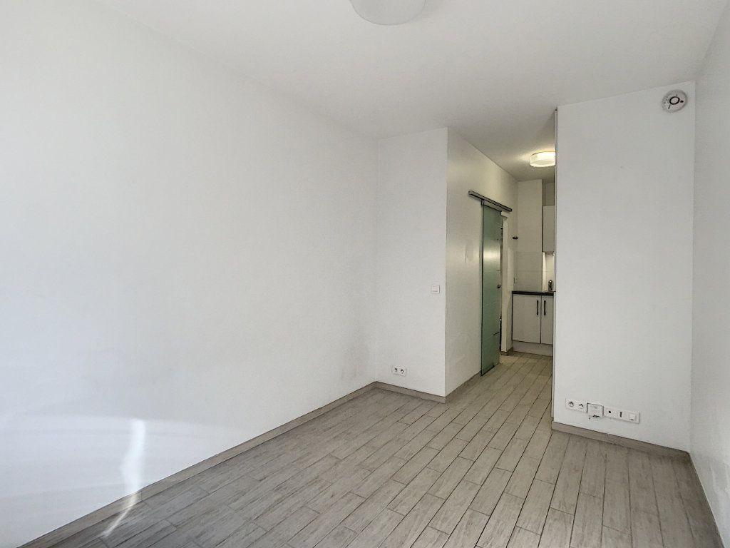Appartement à louer 1 15.23m2 à Boulogne-Billancourt vignette-1