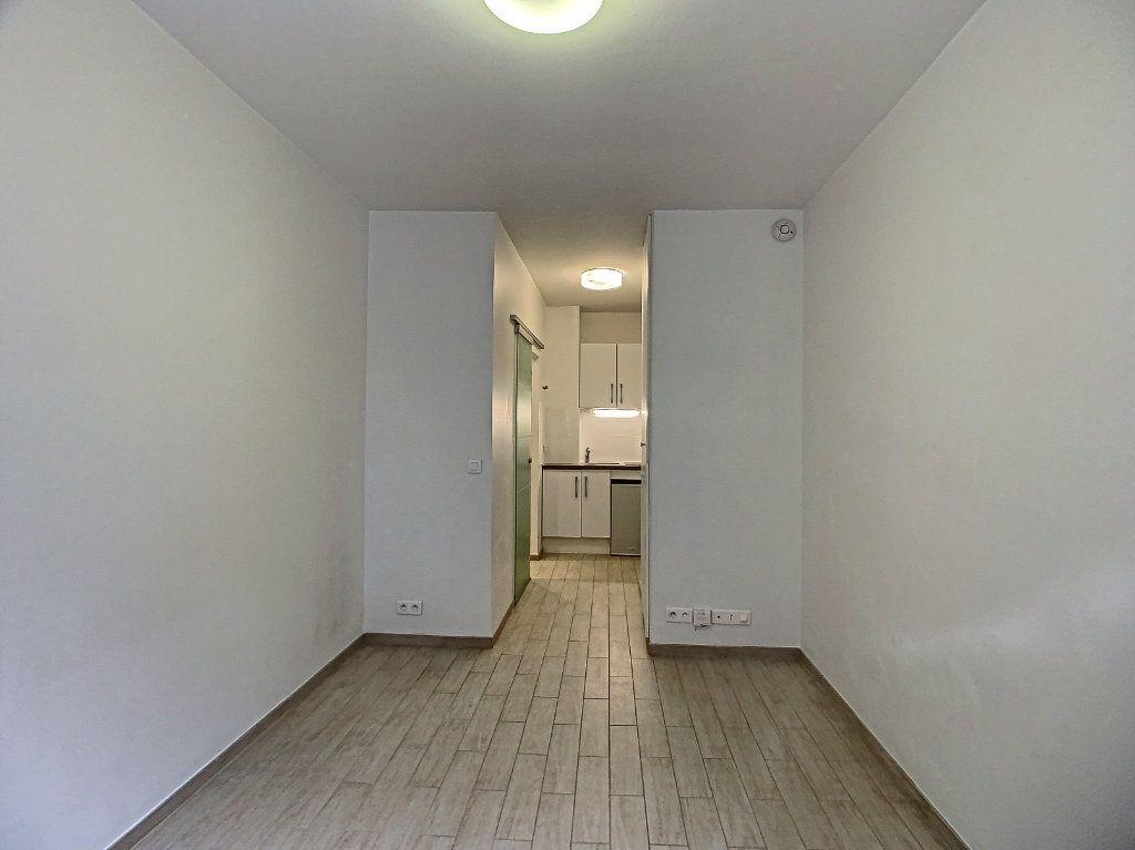 Appartement à louer 1 15.23m2 à Boulogne-Billancourt vignette-2