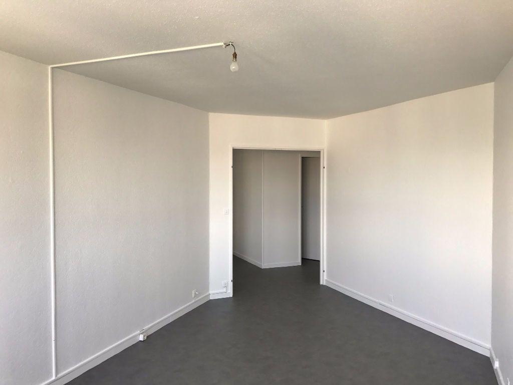Appartement à louer 3 79.21m2 à Créteil vignette-4