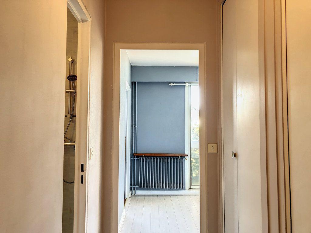 Appartement à louer 1 30m2 à La Varenne - Saint-Maur-des-Fossés vignette-1