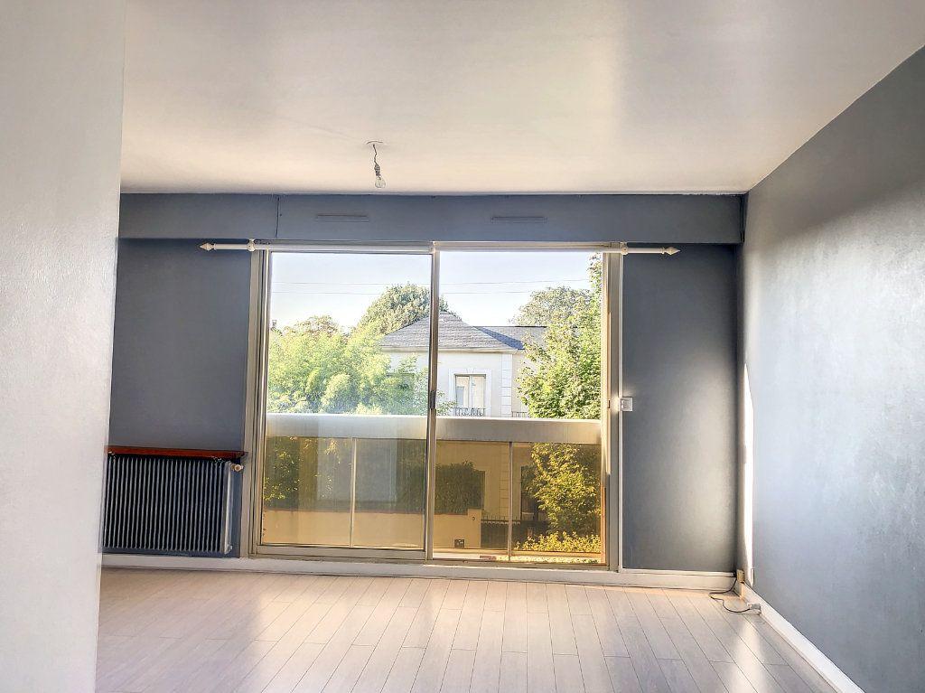 Appartement à louer 1 30m2 à La Varenne - Saint-Maur-des-Fossés vignette-3