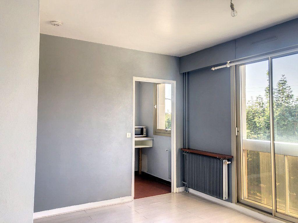 Appartement à louer 1 30m2 à La Varenne - Saint-Maur-des-Fossés vignette-6