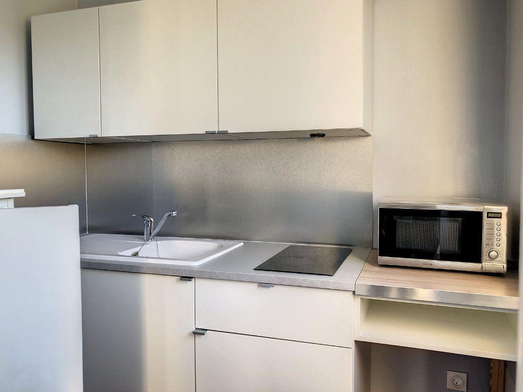 Appartement à louer 1 30m2 à La Varenne - Saint-Maur-des-Fossés vignette-7