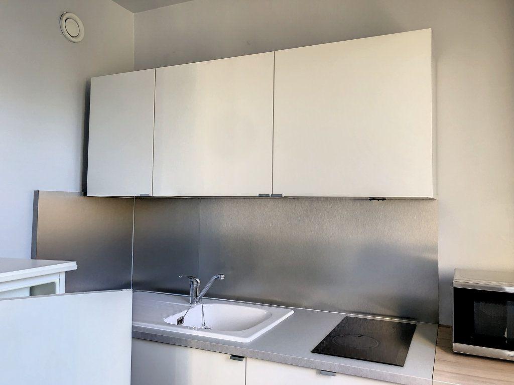Appartement à louer 1 30m2 à La Varenne - Saint-Maur-des-Fossés vignette-8