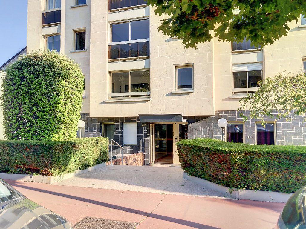 Appartement à louer 1 30m2 à La Varenne - Saint-Maur-des-Fossés vignette-12