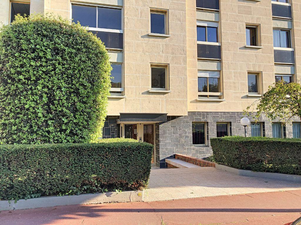 Appartement à louer 1 30m2 à La Varenne - Saint-Maur-des-Fossés vignette-14
