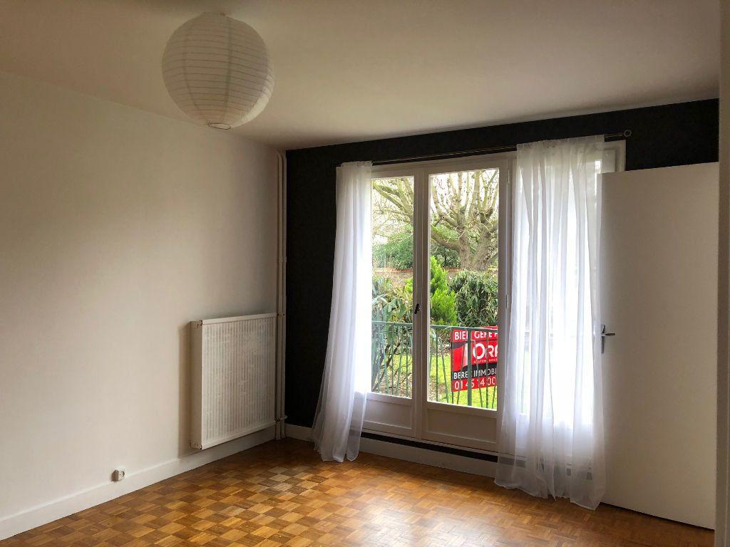 Appartement à louer 1 27.63m2 à Saint-Maur-des-Fossés vignette-1