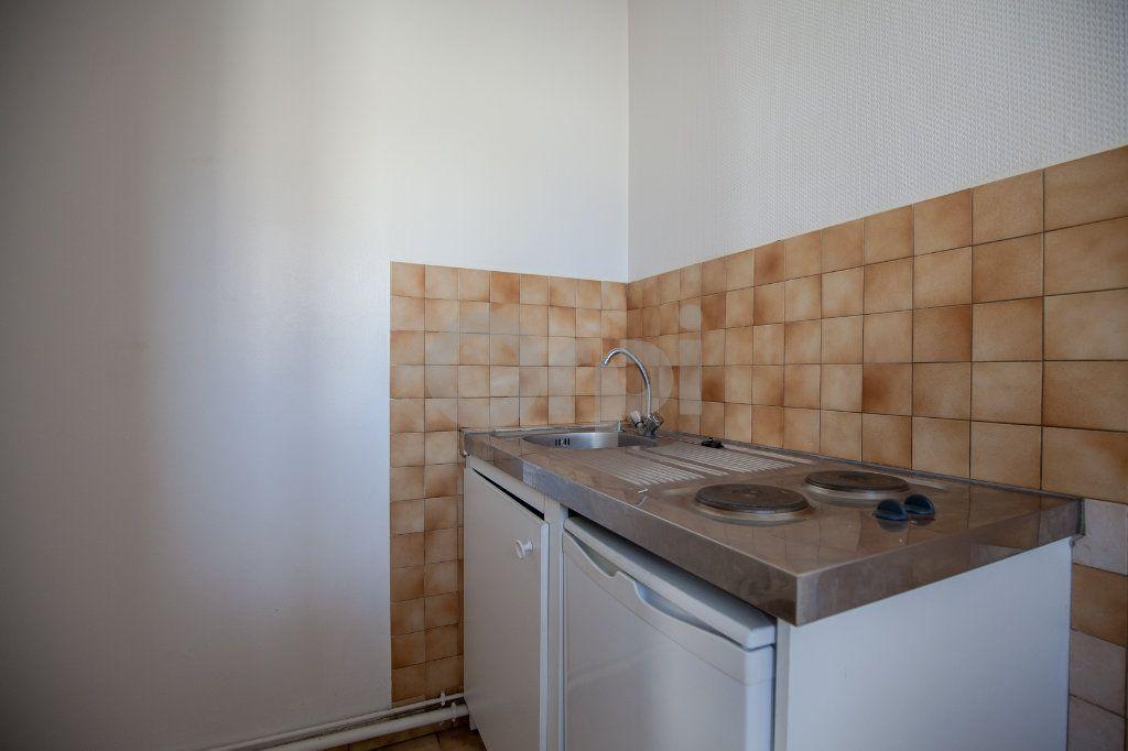 Appartement à louer 1 26.98m2 à Joinville-le-Pont vignette-9