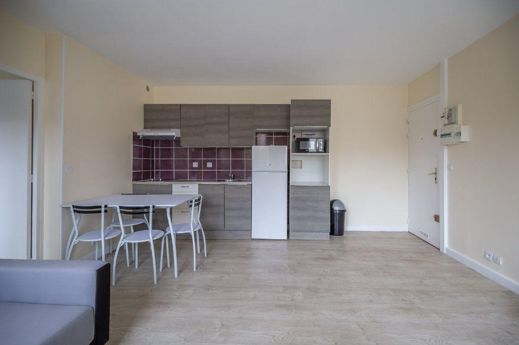 Appartement à louer 2 34.18m2 à Joinville-le-Pont vignette-3