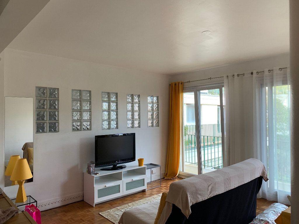 Appartement à louer 2 56.05m2 à Joinville-le-Pont vignette-4