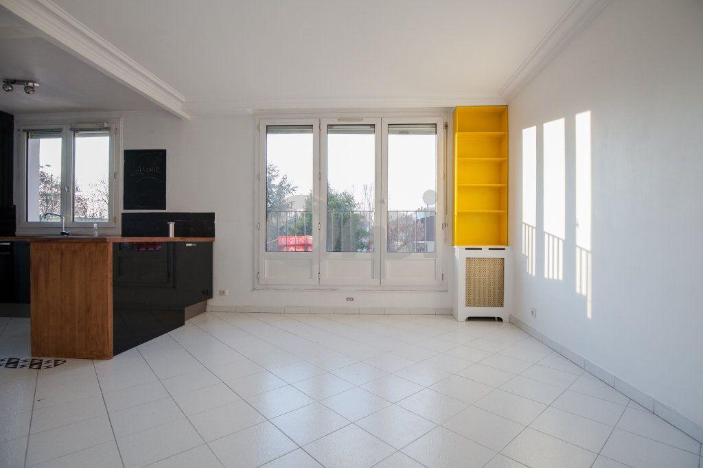 Appartement à louer 3 52.82m2 à Saint-Maurice vignette-2