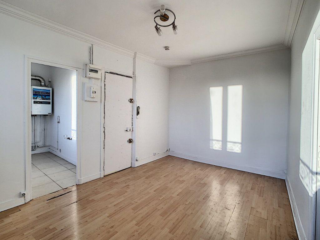 Appartement à louer 2 33.96m2 à Joinville-le-Pont vignette-2