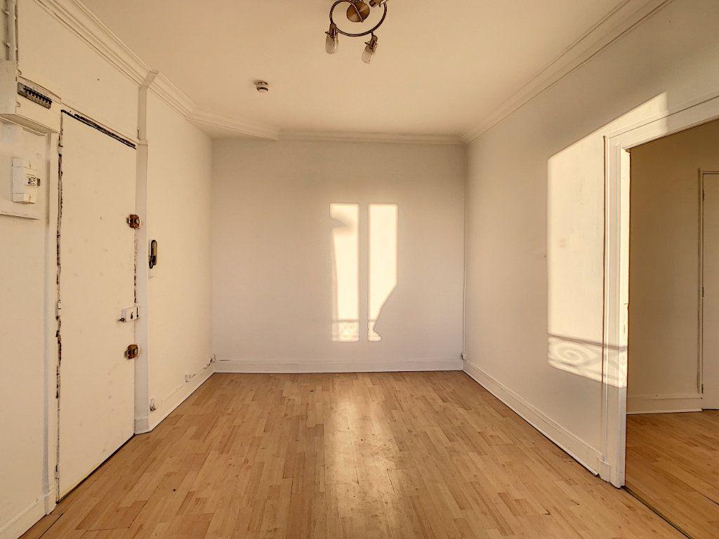 Appartement à louer 2 33.96m2 à Joinville-le-Pont vignette-3