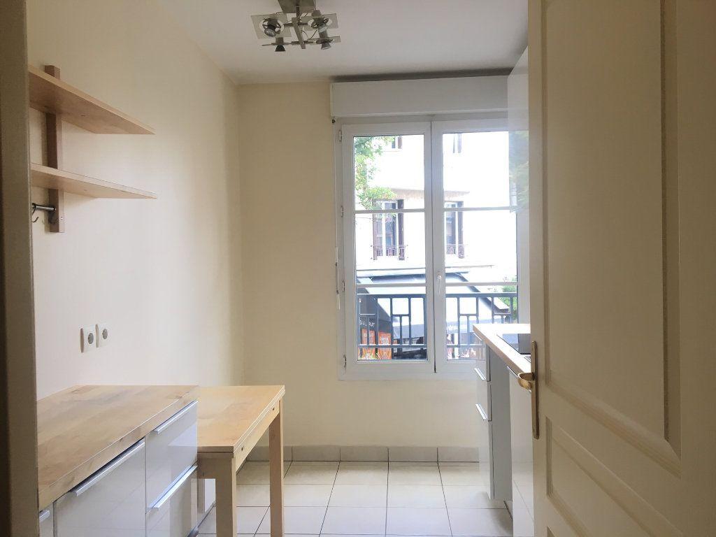 Appartement à louer 2 53m2 à Nogent-sur-Marne vignette-3