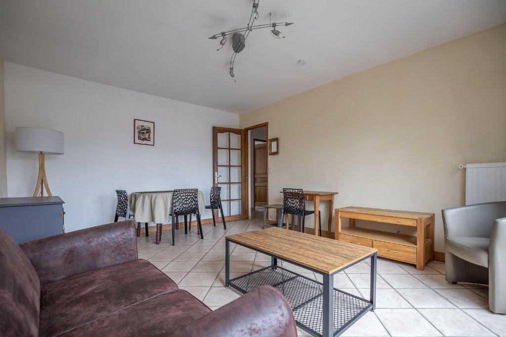 Appartement à louer 3 63.8m2 à Joinville-le-Pont vignette-2